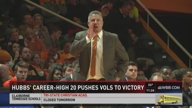 Hubbs leads Vols to rout of Auburn