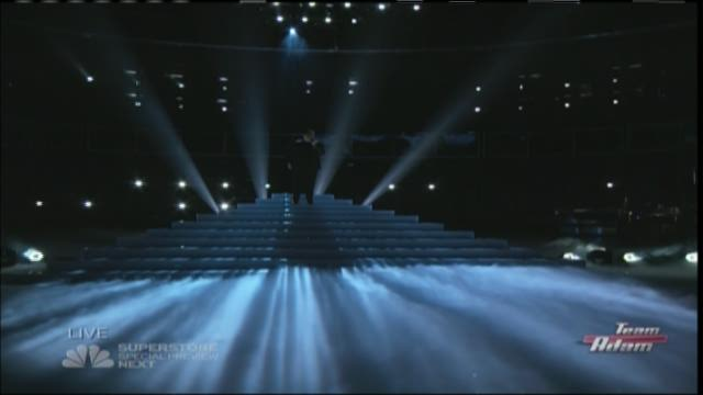 Knoxville's Emily Ann Roberts and Harlan's Jordan Smith sing during The Voice Top 11.